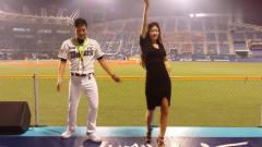 据说她是韩国最出名的啦啦队美女, 有的观众专门