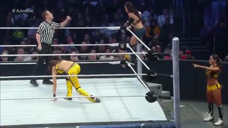 WWE:女子赛,两个美女都是狠角色,为了金腰带