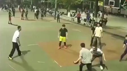 看了这个视频!我感觉自己的传球侮辱了篮球!