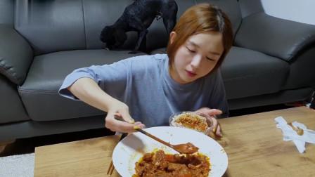 大胃王美食吃播,韩国美女吃土豆宽粉炖肉