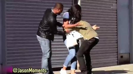 国外恶搞:小伙抱起别人女朋友就跑,看到倒数