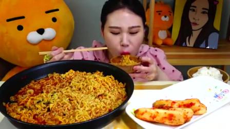 吃播韩国大胃王,美女吃热辛野牛肉拉面,大口