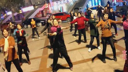 团队广场舞《一生爱你千百回》欢快动感简单健身,早晚跳可以减肥瘦身