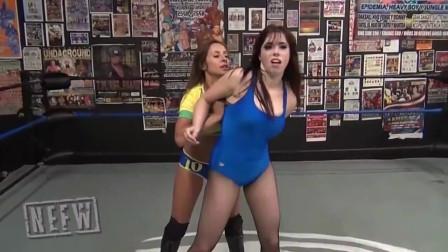 """女子摔角:""""摔角果然是演的?这俩美女这儿排"""