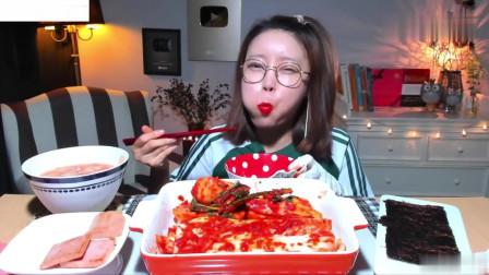 吃播:韩国美女吃货试吃韩式腌萝卜,配上水泡