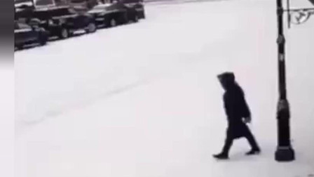 大雪天小心路滑,这是商量好的吗? 搞笑视频