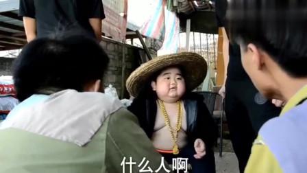 广西老表搞笑视频:在这个胖子打电话的时候,