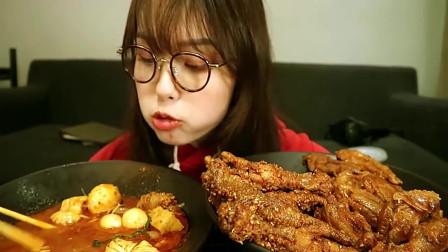 大胃王:小姐姐吃麻辣烫和虎皮鸡爪,都是美女