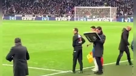现场实拍西甲武磊换上场西班牙人球迷反应冷淡,单刀攻破巴萨球门让全场沸腾!