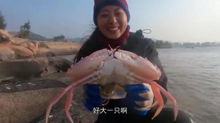 去收几天没看的蟹笼,上钩的巨钳大货比脸还大