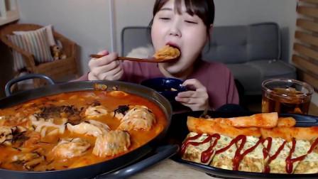 韩国吃货美女试吃泡菜饺子汤,吃完还要加面条