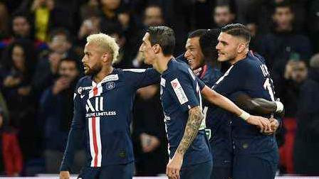 法联杯-伊卡尔迪三射一传,巴黎6-1十人圣埃蒂安进四强