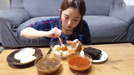 吃播:韩国美女吃货试吃5个煎蛋,3碗米饭加两盒