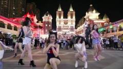 美女们广场中心跳最火的舞曲《野狼disco》,惹人