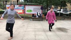 热门《老七连》鬼步舞秀,每天坚持跳一跳,让