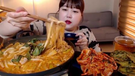 韩国吃货美女挑战香辣粉条,配上辣白菜这吃相