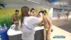 韩国这下不嘚瑟了吧,跳水直接砸进游泳池