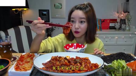 吃播:韩国美女吃货试吃辣炒五花肉,配上泡菜