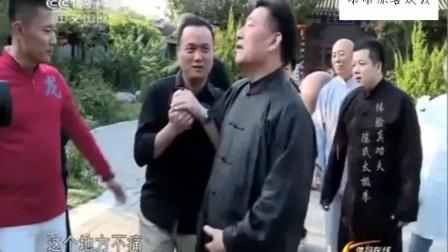 记者质疑太极推手威力,大师陈小旺当场展示对方马上傻眼了!