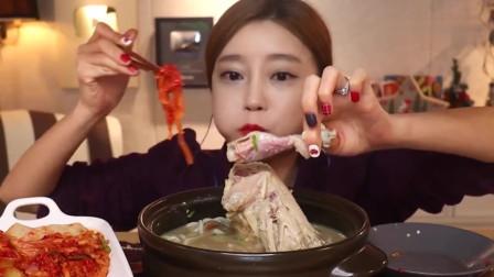 吃播:韩国美女吃货试吃北参炖鸡汤,配上刀削