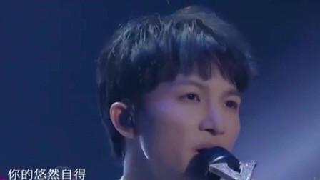 综艺:李克勤与周深演唱《心如刀割》!