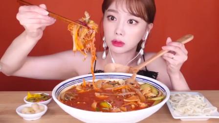 美食吃播大胃王,韩国美女姐姐吃麻辣鱿鱼八爪