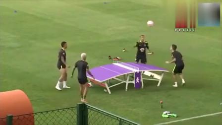 占有我们的乒乓球?内马尔带着巴西球星把足球当成乒乓球打! 国足不敢看
