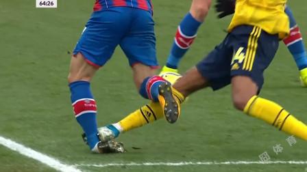 太狠了!英超上演恐怖犯规,阿森纳队长奥巴梅扬飞铲致对手脚踝变形被红牌罚下!