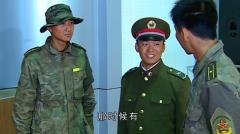 士兵突击:呆萌许三多也会黑色幽默,把吴哲治