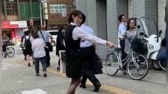 日本美女为什么这样发小广告,会不会一个也发不出去!