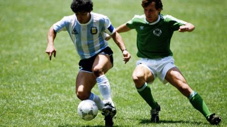 把足球玩成了魔术,马拉多纳炫技起来,小罗梅西都得靠边站