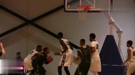 2米20的初中生在篮球场上打球,这身高应该稳进C*A了吧!
