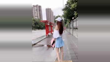 美女街拍:小姐姐像贾青,鼻子真好看,小清新