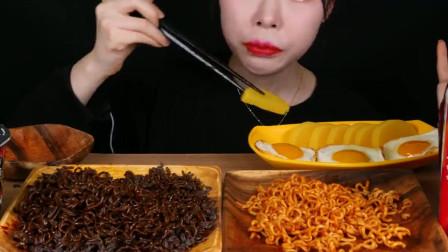 韩国吃货美女挑战巨辣火鸡面,吃的满嘴通红表