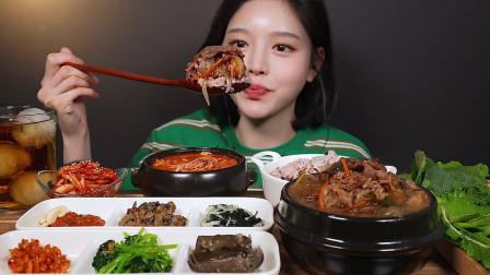 韩国美女吃韩式小菜搭配米饭,是识货展示真正