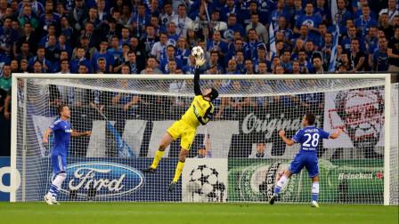 蓝衣门神彼得·切赫,他在切尔西的首次英超联赛保持零失球记录