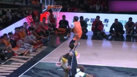 篮球:不进C*A可惜了啊!这底线大回环有多震撼?矣进宏称霸扣篮大赛冠军