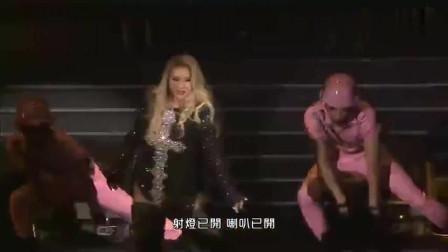 郑欣宜红馆演唱会,出场就是一段劲爆热舞!磁性声音一秒沦陷了