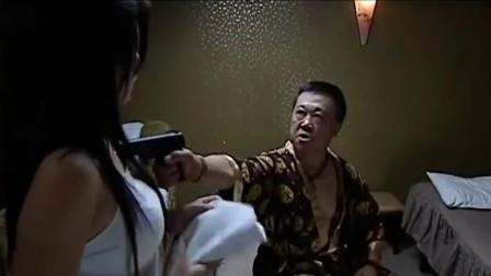 罪域:小混混太霸道,拿枪指着美女让她继续按