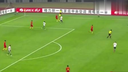国足7米停球表演,球迷:因为足球太圆了