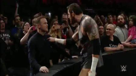 足球巨星鲁尼在拳赛受到侮辱,一耳光扇倒挑衅者!