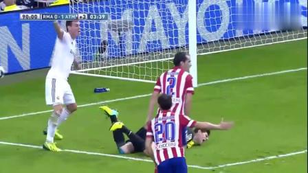足球场上最会演戏的守门员,倒在地上装痛,骗过了所有人!