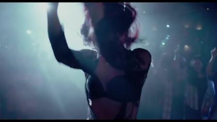 女郎在台上跳钢管舞,徐峥:这哪里长得像病人