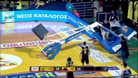 欧洲篮球联赛上演鲨鱼式暴扣,篮球架直接拽倒