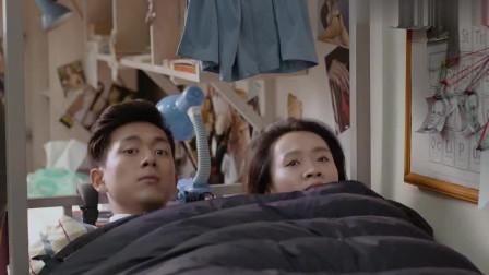 李现早期电影,妹子推门进去发现她和美女睡一起,真是尴尬透了