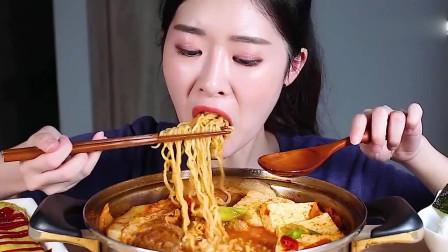 韩国吃播,美女吃五花肉泡菜豆腐拉面锅,好大
