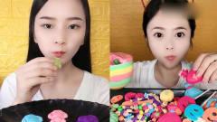小美女试吃:彩色巧克力, 真是太有食欲了,看
