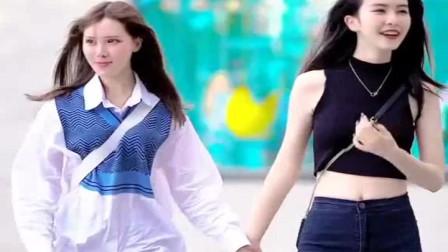 街拍:听说18岁左右的喜欢左边,25岁左右的喜欢