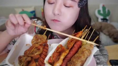 美女直播吃炸串串,这吃相真是太诱人了