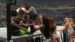 WWE:史上最豪华啦啦队,7个顶级美女为土豪加油